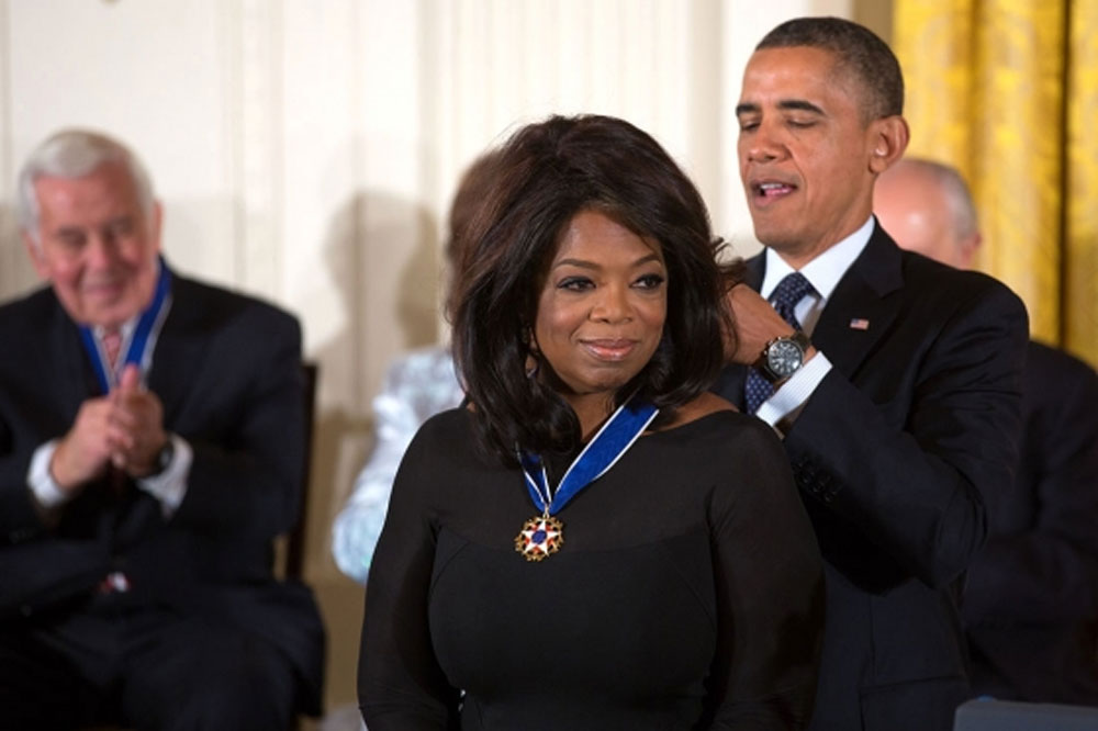President Barack Obama presents Oprah Winfrey with the Medal of Freedom